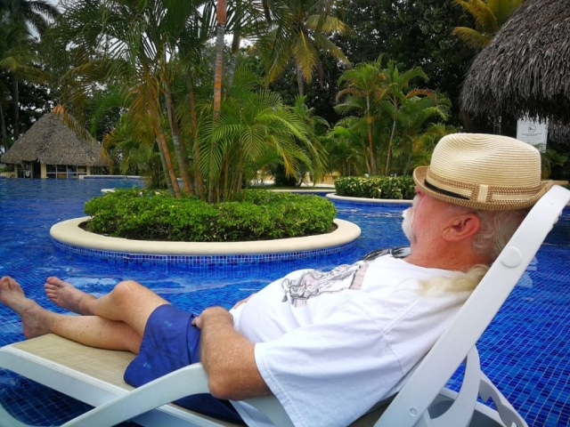Relaxing on an Retire in Panama Tour